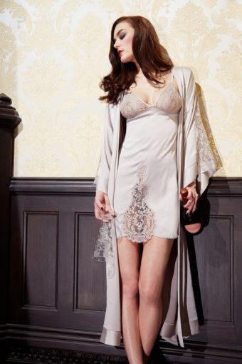 Kimono aus Seidensatin von Shell Belle Couture