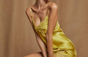 Gelbes Seidennegligé mit Spitze von Vivis