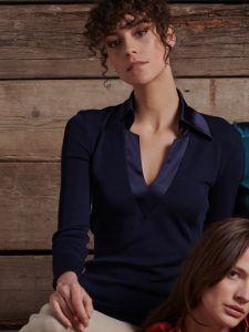 Merinowolle Seide Langarmshirt dunkelblau mit Kragen aus glänzendem Satin von Oscalito