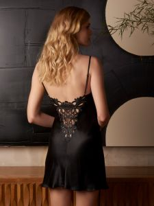 Seidennachthemd Ghislaine von Marjolaine in schwarz