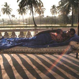 Premium Travel Sheet XL100% Seide ultramarine blue von Cocoon®