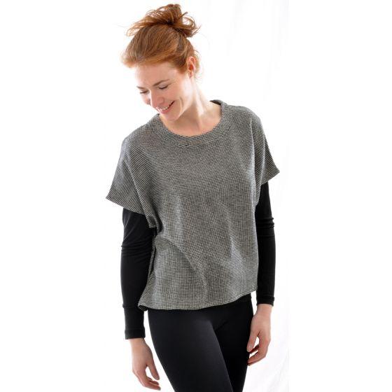 Flauschiges Seide Wolle Over Shirt in schwarz weiß von Alkena - das Unterziehshirt ist NICHT im Lieferumfang enthalten