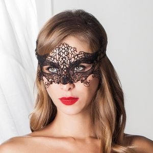 Augenmaske Safi aus schwarzer Häkel-Spitze von Trasparenze