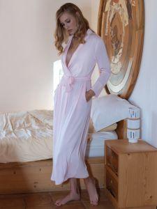 Modal Morgenmantel lang in rosa von Chiara Fiorini