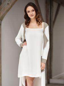 Nachthemd aus Cupro Svenja naturweiß von Gattina - der Mantel ist nicht im Lieferumfang enthalten