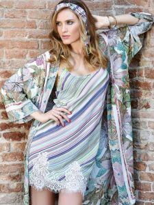 Viscose Nachthemd grün lila mit Spitze von Chiara Fiorini - der Morgenmantel ist nicht im Lieferumfang enthalten