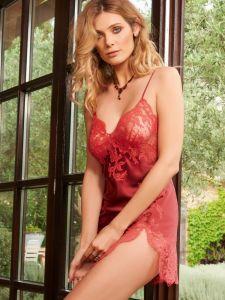 Seidenneglige Gemma Gold rostrot mit fuchsia-pinker Spitze von Marjolaine