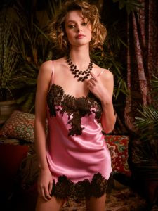 Seidennachthemd Lylou rosa schwarz von Marjolaine