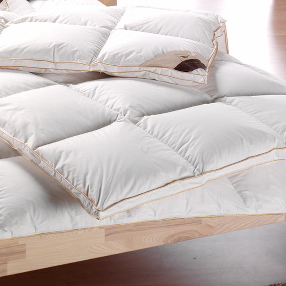 neu 90 daunendecke warm golden edition 2cm steg 135x200 uvp 279 h ussling ebay. Black Bedroom Furniture Sets. Home Design Ideas